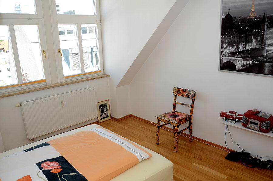 zimmer mit ausblick unterm dach. Black Bedroom Furniture Sets. Home Design Ideas