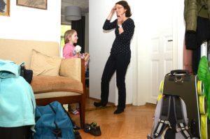 Ankunft von Angelika und ihrer Tochter Barbara bei den Peters