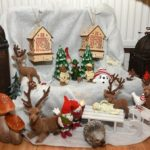 Familienglück unterm Weihnachtsbaum (Foto: Regina Katzer)