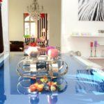 Grünes Licht für blauen Tisch (Foto: Regina Katzer)