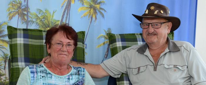 Camping-Gott Peter und seine Frau