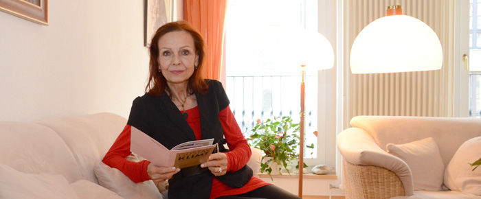 Vorhang auf für Sibylle Kuhne (Foto: Regina Katzer)